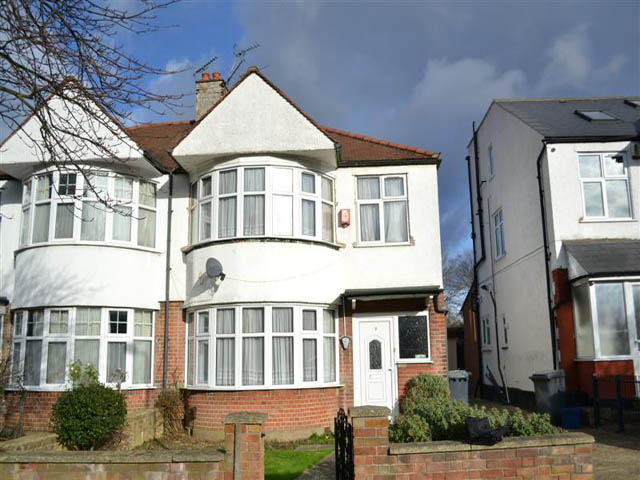 Hillcourt Avenue, North Finchley, London, N12 8EY