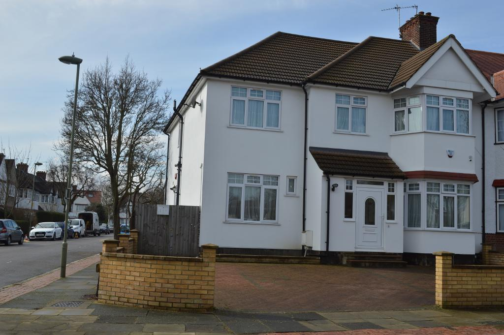Cadagan Gardens, Finchley Central, London, N3 2HN