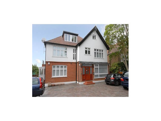 Dollis Avenue, Finchley Central, London, N3 1BY